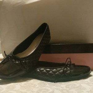 New with box Black Flats